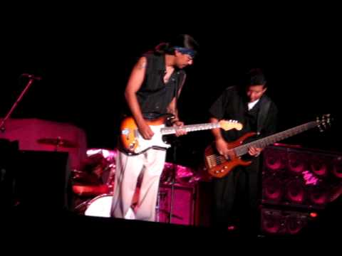 Los Lonely Boys Talking to Each Other @ Lemoore 9-17-09