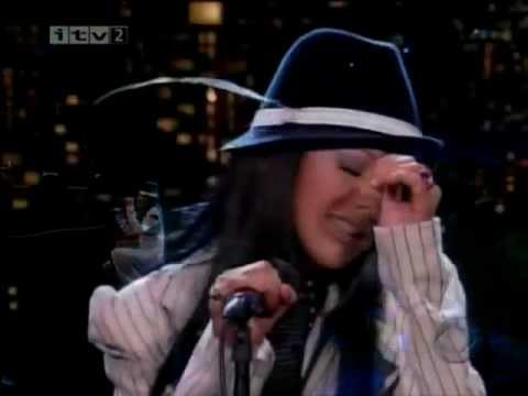 Walk Away - Christina Aguilera (Live On Letterman)