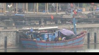 Cửa biển Tư Hiền bồi lấp gây khó khăn cho ngư dân