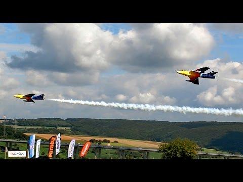 2 X HAWKER HUNTER MK66 GIGANTIC RC SCALE MODEL TURBINE JET SYNCHRO FLIGHT TO MUSIC