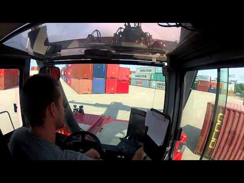 Reachstacker container handling