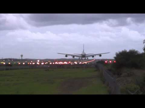 [What a landing!] - Emirates Airlines A380 landing 16R Sydney Airport