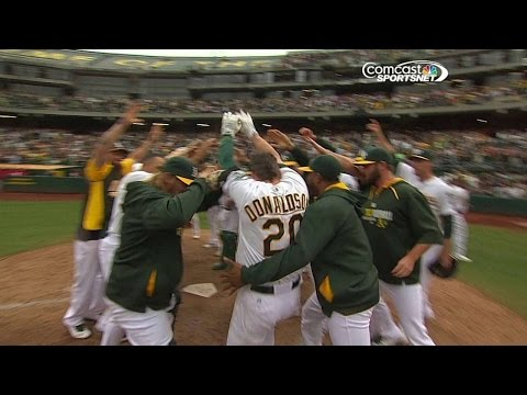Donaldson crushes a walk-off blast to center