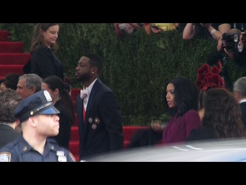 Gabrielle Union & Dwyane Wade hand in hand at the 2015 Met Gala