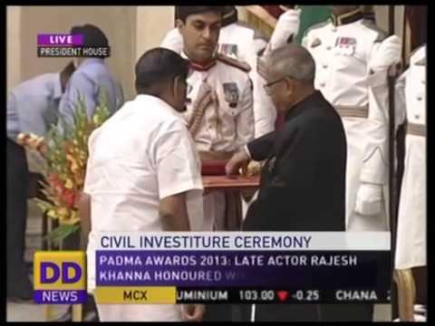 SHRI.SKM MAEILANANDHAN Receiving PADMA SHREE Award