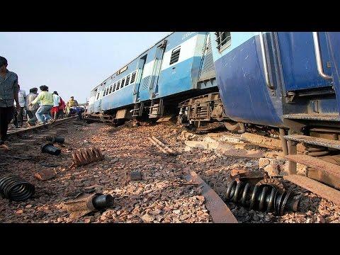 Kanyakumari–Bangalore Express derailed, 13 injured