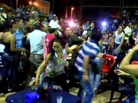 pelea callejera en las ferias de mesetas a botellazos de cerveza