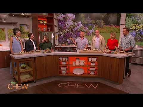 """Cast Of """"Life Of The Party"""" Dish On The New Movie! 