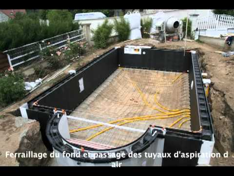 Piscine magiline mont e par gino youtube for Construction piscine desjoyaux youtube