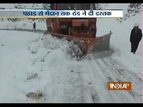 Heavy Snowfall in Kashmir, Rainfall in Delhi