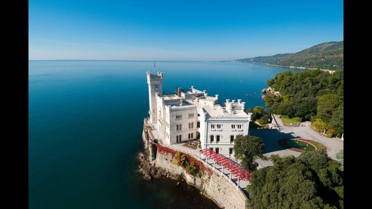 Trieste Castello di Miramare Foto il Castello di Miramare a