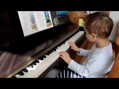 Antoś Gra Na Pianinie