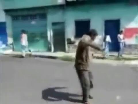 Borrachos bailando como Michael Jackson