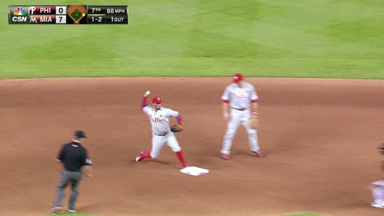 PHI@MIA: Galvis starts inning-ending double play