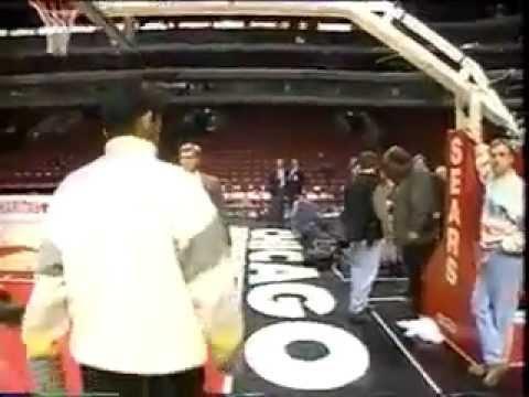 Ichiro Suzuki (Age 22) Meets Michael Jordan (Age 32) For The 1st Time - Rare Footage (1995)