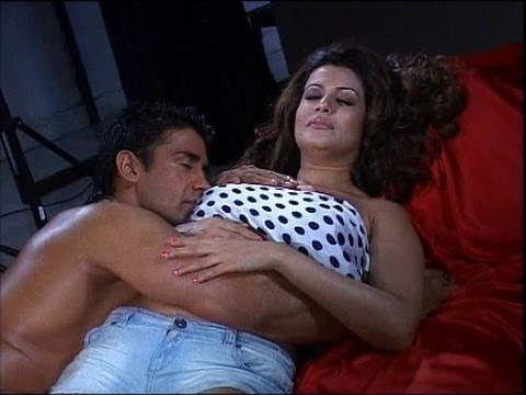 Payal Rohatgi With Bf Steaming Up! video
