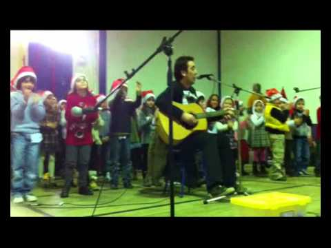 Jorge Vadio na  Festa de Natal - Escola b�sica de Alca�n�a - Musica O Homem do campo