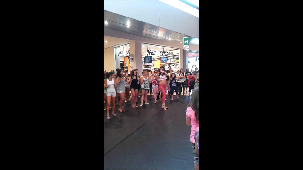 Lorella boccia di amici 12 balla al c c il gigante 13 07 for Chambre commerciale 13 novembre 2013