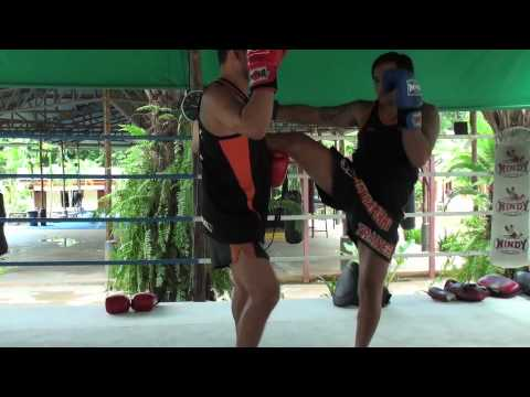 Tiger Muay Thai techniques: Catch kick respond low kick Image 1