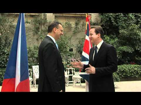 Prime Ministers Necas and Cameron meet before EU summit