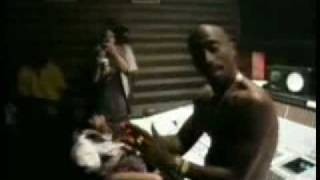 [NEW] - 2Pac - Starin' Through My Rearview (Video + Lyrics)