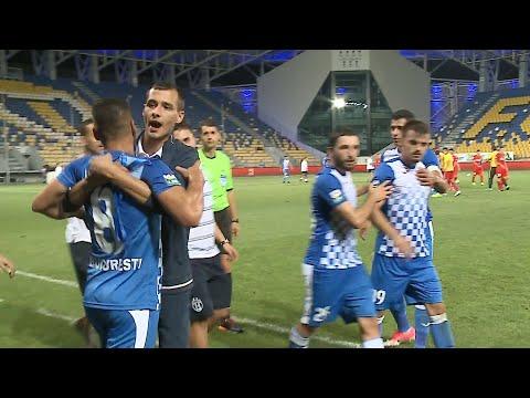 Panenka penalty goes wrong in Romanian league match