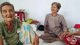 Bà Cụ Bị Lãng Tai Bán Đậu Phộng Nuôi Người Con Tâm Thần Nay Đã Có Nhà Mới