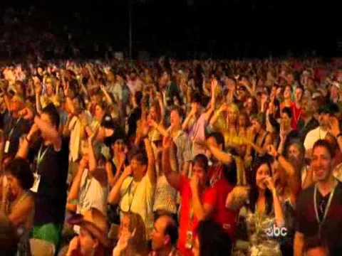 Brad Paisley - Working On a Tan (CMA Music Festival 2011)