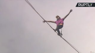 Daredevils attempt to set highline world record in Moscow