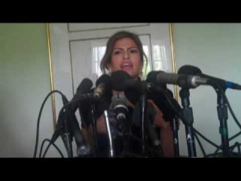 EVA MENDES - NICOLAS CAGE IS WEIRDNESS