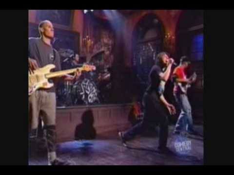 Rage Against the machine - Bulls On Parade Live SNL