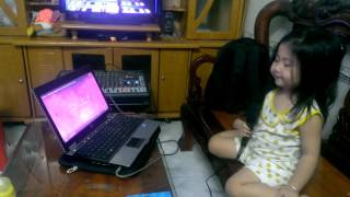 Bé 3 tuổi hát karaoke Tiếng Anh gây sốt cộng đồng mạng.