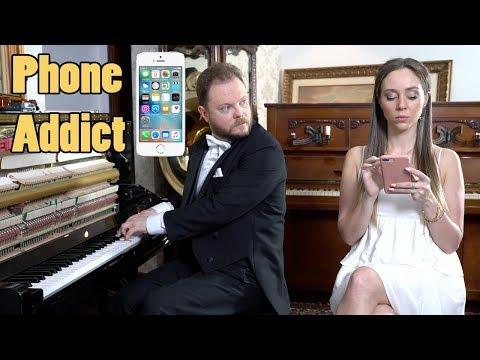How to Draw Attention From a Girl Addicted to Phone Vídeos de zueiras e brincadeiras: zuera, video clips, brincadeiras, pegadinhas, lançamentos, vídeos, sustos