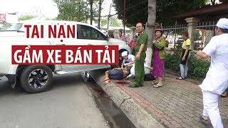 Thanh niên cùng xe máy bị xe bán tải cuốn vào gầm