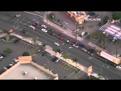 Video: Calif. cops shoot gunman after he rams cars, carjacks woman