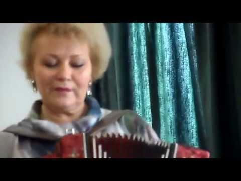 Валентина Пудова поёт на родном языке.