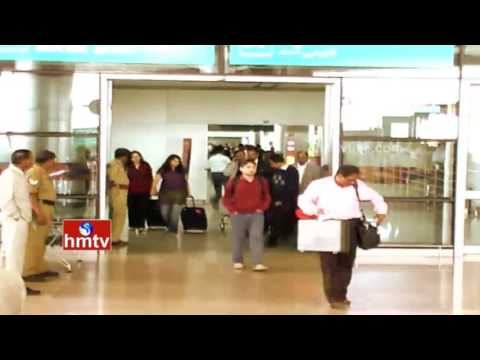 Passengers Protest Over 4 Hours Delay Of SpiceJet Flight In Shamshabad Airport   HMTV