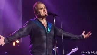 Morrissey-ARE YOU SURE HANK DONE IT THIS WAY(Waylon Jennings)-Live-Visalia Fox Theatre, Aug 29, 2015