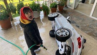 yusufun akülü arabasının tekerleri kirlenmiş.🥵🥵🥵 İnanmıyorum....