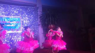 Các bé múa rất đẹp 😍😍