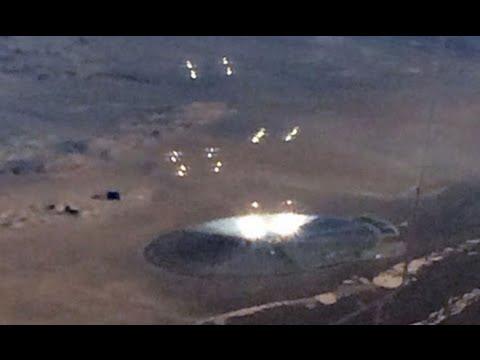 Pasażer Amerykańskich Linii Lotniczych Sfotografował Dziwny Obiekt, Na Pustyni W Nevadzie