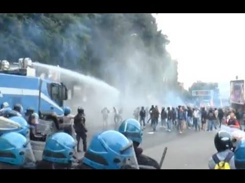 Napoli - Vertice Bce, tafferugli tra polizia e manifestanti -live- (02.10.14)
