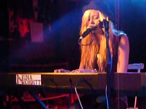 Nina Nesbitt - Hold You. Live at King Tuts.