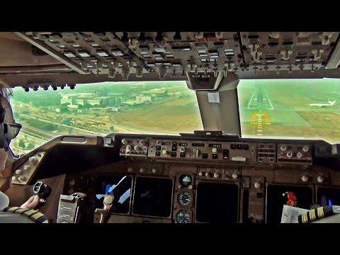 Boeing 747-400 Hong-Kong Landing