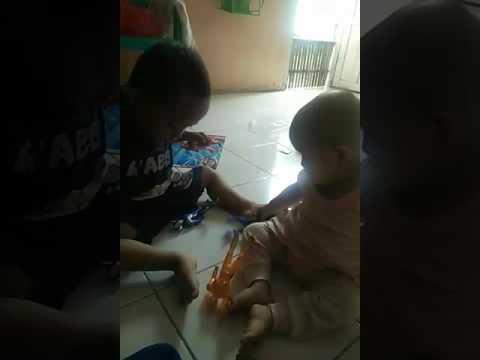 pertengkaran yang lucu,aksi lucu anak