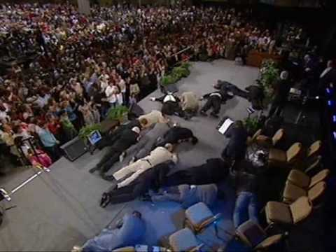 Benny Hinn - God Laying Hands on People in Kansas (1)