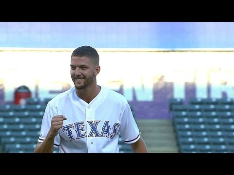 Mavericks' Parsons throws first pitch
