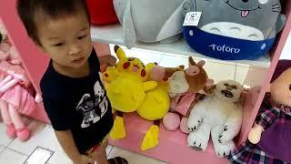 Go buy baby bear doll toys.Bé đi siêu thị đồ chơi