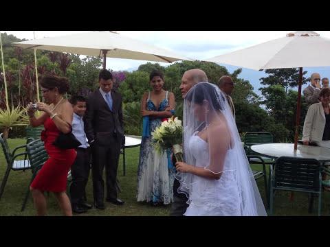 Momento emotivo de una boda - vestidos dama de honor - cortejo ideas para matrimonio - eclesiastica
