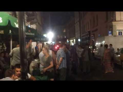 Anglicy W Krakowie Na Rynku śpiewają Oasis